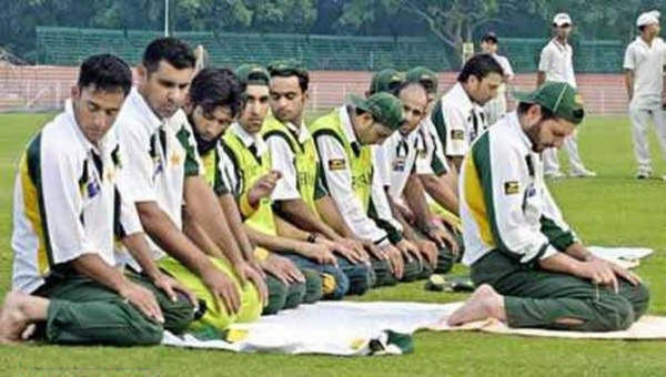 Soccer Team Muslim Prayer
