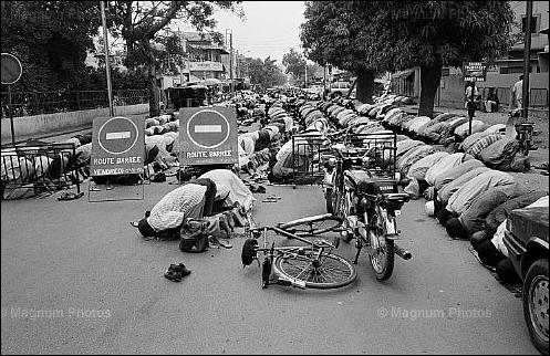 prayer salah on streets